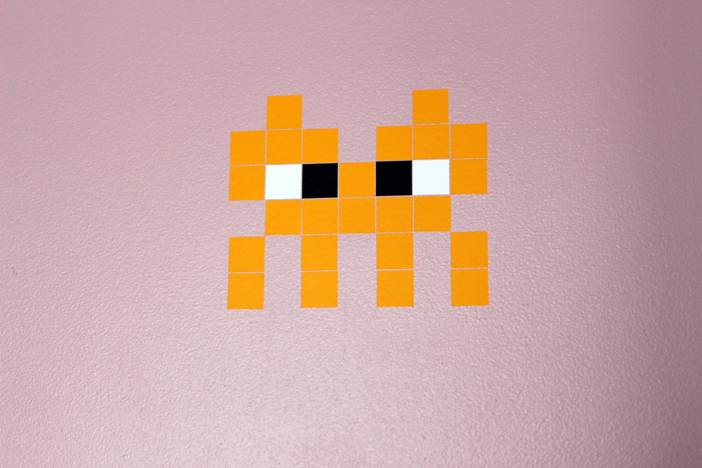 photo pixel art space invaders alien jaune