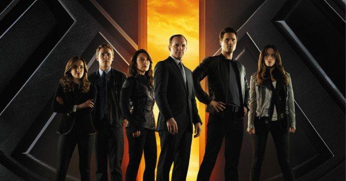 Poster de la saison 1 de la série TV Marvel's Agents of S.H.I.E.L.D. de Joss et Jed Whedon avec Clark Gregg et Ming-Na Wen