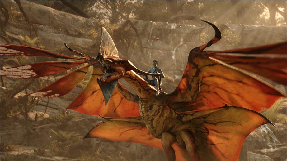 Photo du film Avatar avec Sam Worthington à dos de créature ailée