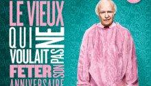 Affiche du film Le Vieux qui ne voulait pas fêter son anniversaire réalisé par Felix Herngren en 2013 avec Robert Gustafsson