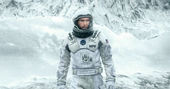"Poster du film Interstellar avec la tagline ""The end of earth will not be the end of us."""