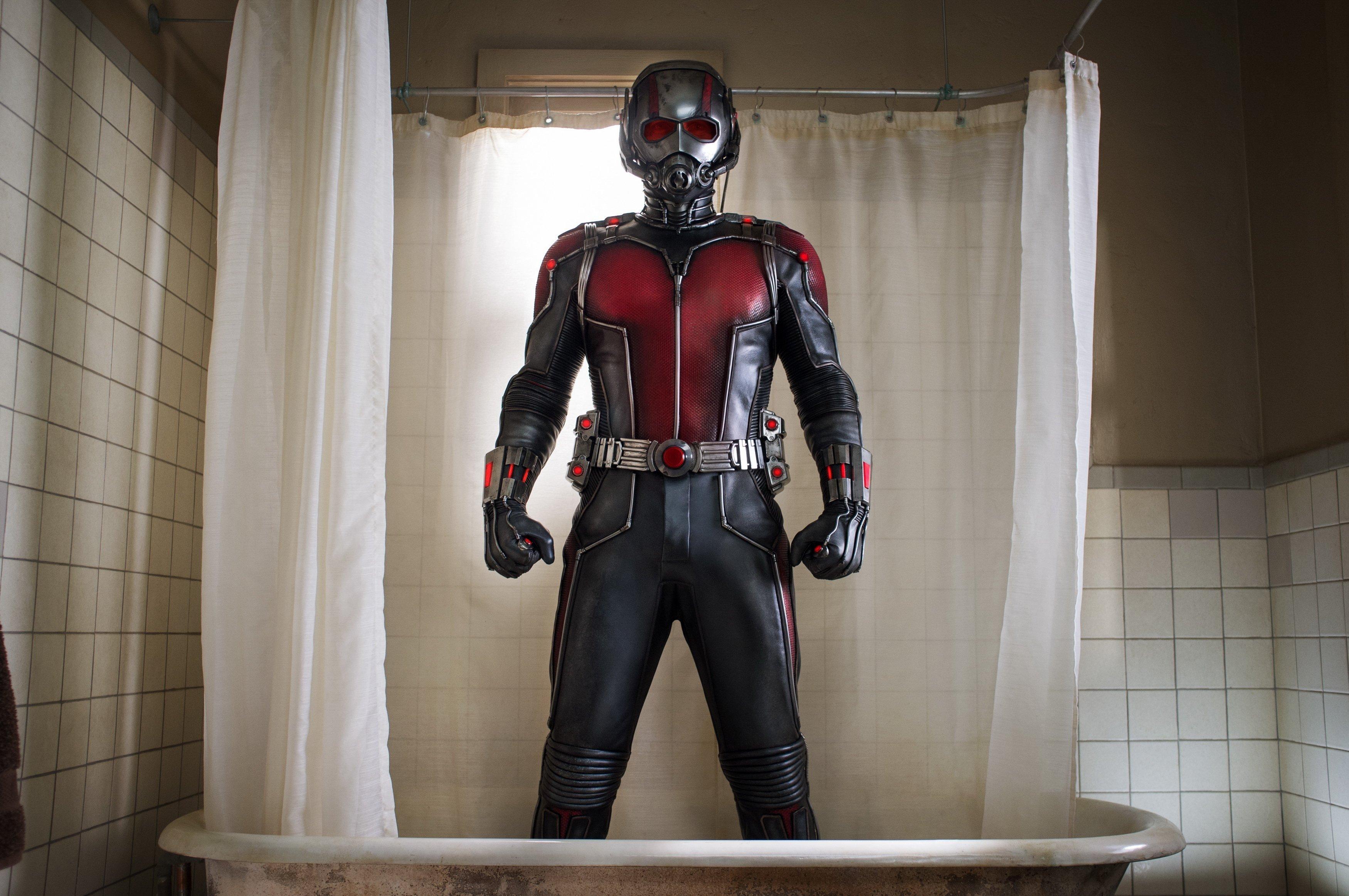 Photo d'Ant-Man avec son costume