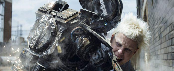Photo du film Chappie réalisé par Neil Blomkamp, d'après un scénario de Neill Blomkamp et Terri Tatchell, avec Hugh Jackman, Sharlto Copley, Sigourney Weaver et Dev Patel