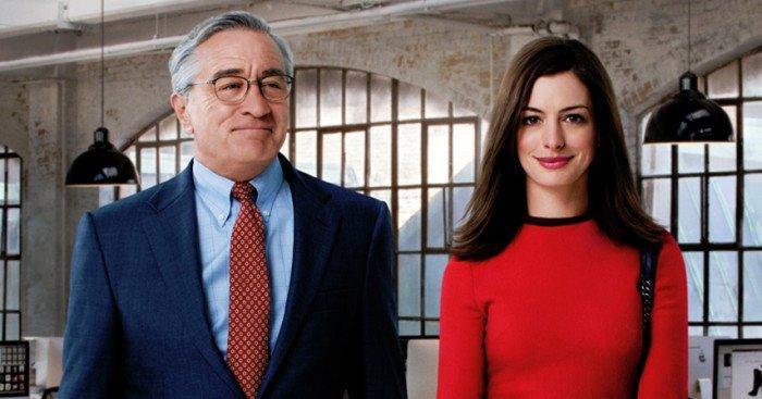Affiche du film Le Nouveau Stagiaire écrit et réalisé par Nancy Meyers avec Robert De Niro et Anne Hathaway