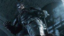 Photo du film Batman v Superman: L'Aube de la Justice avec Batman écrasant Superman du pied droit