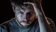 Poster de l'épisode 1 'A Darkness Surrounds Him' de la série Outcast avec Patrick Fugit