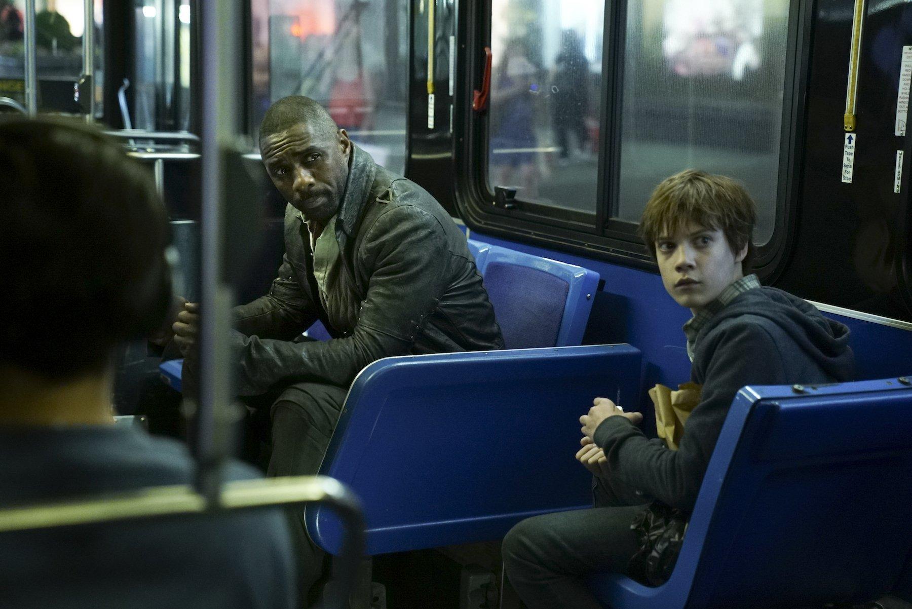 Photo de La Tour Sombre avec Idris Elba et Tom Taylor dans le métro
