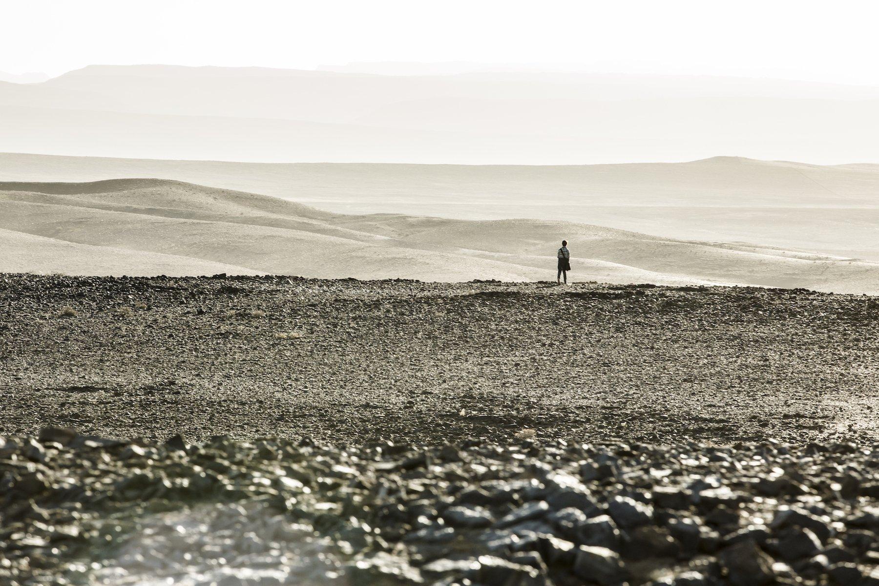 Photo de La Tour Sombre avec Tom Taylor dans le désert