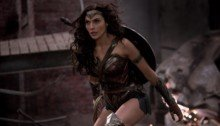 Photo du tournage de Batman v Superman: L'Aube de la Justice avec Wonder Woman (Gal Gadot)