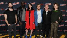 Photo de toute l'équipe de The Defenders au NYCC 2016