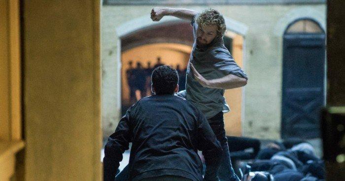 Photo de la série Iron Fist avec Finn Jones en plein combat