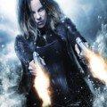 Poster d'Underworld: Blood Wars avec Kate Beckinsale tirant avec ses deux flingues