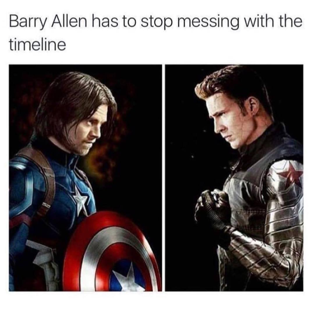 Photo humoristique avec Barry Allen jouant avec la Timeline au point que Captain America et Bucky Barnes sont inversés