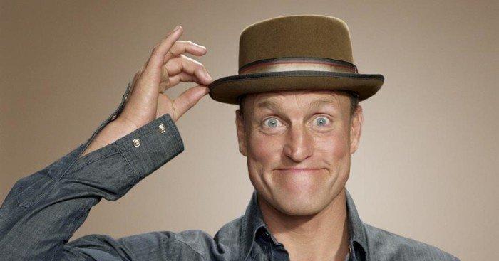 Photo de Woody Harrelson avec une tête de simplet