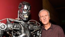 Photo de James cameron aux côtés du T-800 (Terminator)