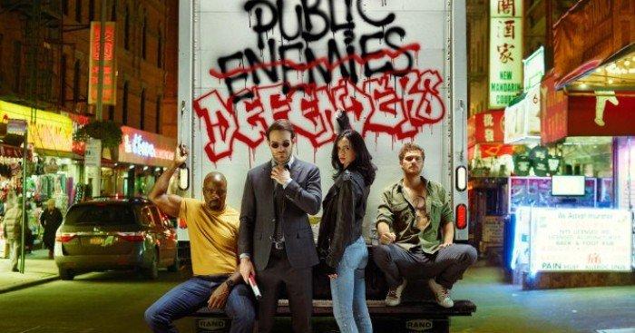 Photo de The Defenders avec l'équipe réunie