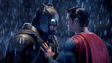 Photo du film Batman v Superman: L'Aube de la Justice avec Batman face à Superman