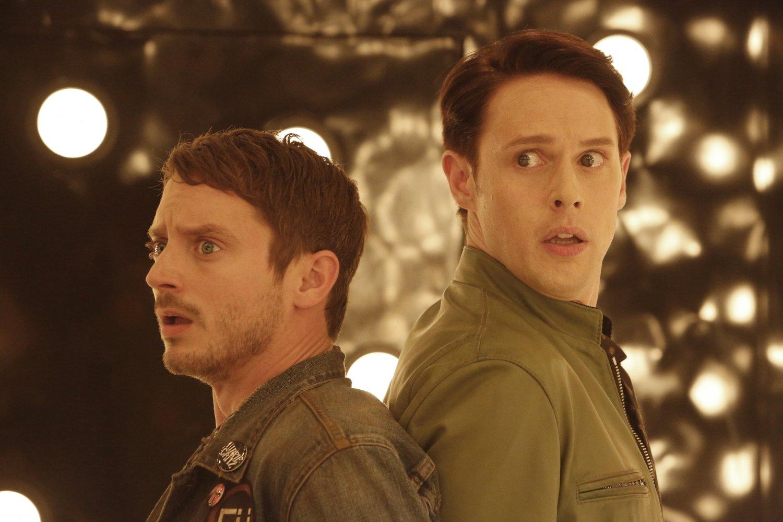 Photo de la saison 1 de Dirk Gently, détective holistique avec Elijah Wood et Samuel Barnett
