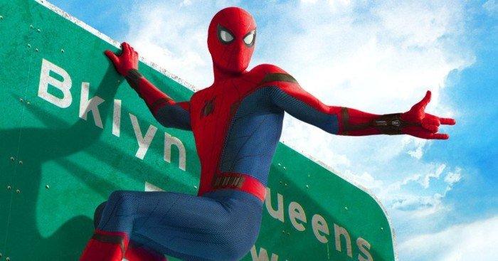 Poster du film Spider-Man: Homecoming avec Spider-Man rentrant à la maison dans le Queens