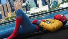 Poster de Spider-Man: Homecoming avec Spider-Man en train de se reposer