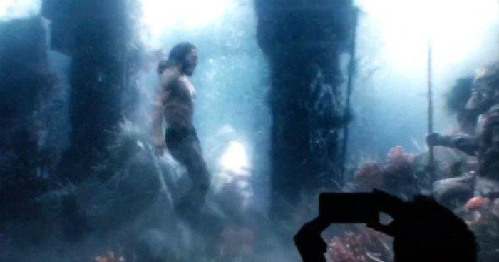 Photo d'un test footage avec Aquaman sous l'eau pour le film Justice League
