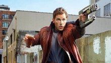Photo de Star-Lord (Chris Pratt) avec un flingue et une bière
