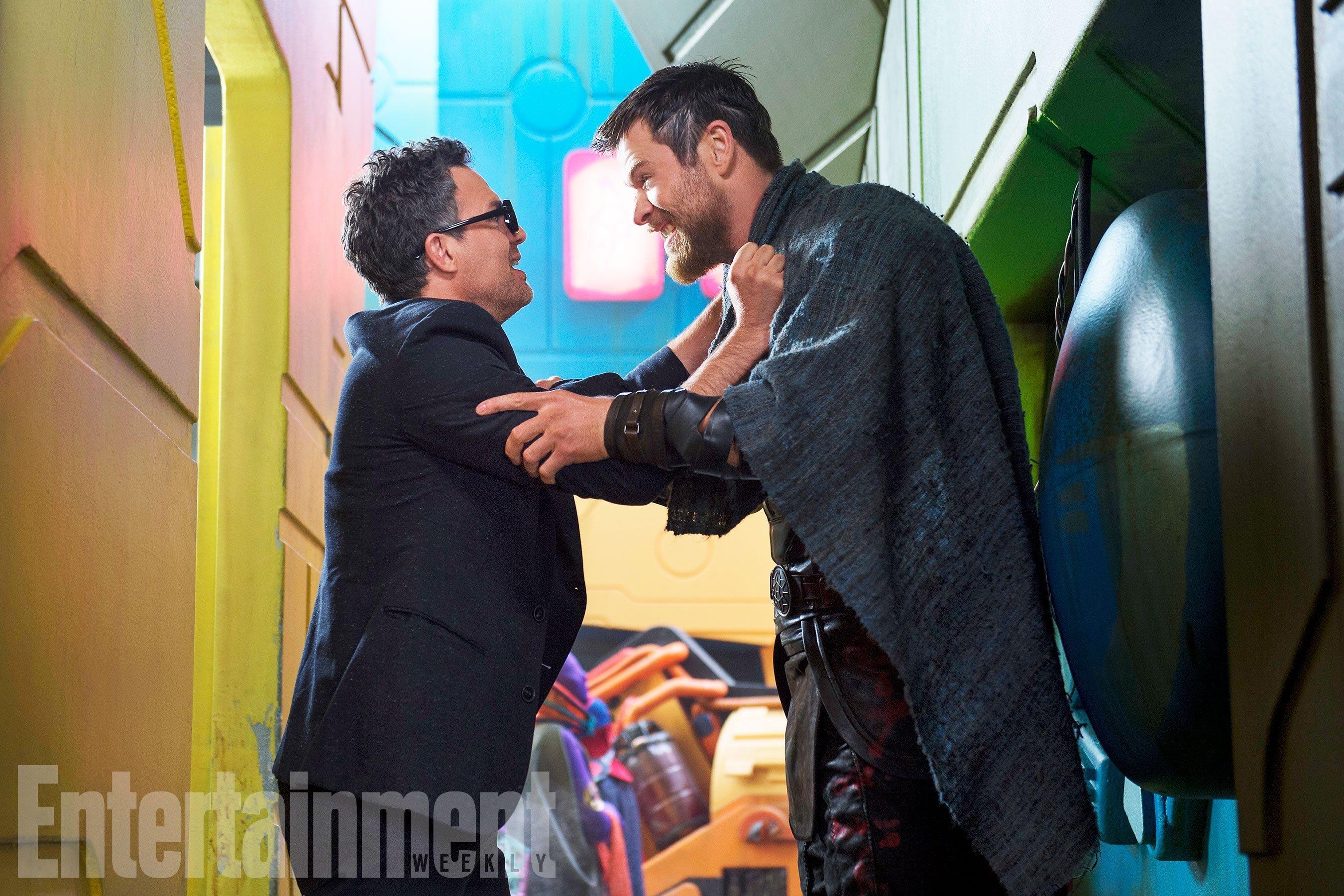 Photo de Thor: Ragnarok avec Mark Ruffalo (Bruce Banner) et Chris Hemsworth (Thor)