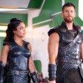 Photo de Thor: Ragnarok avec Tessa Thompson (Valkyrie) et Chris Hemsworth (Thor)