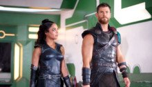Photo de Thor: Ragnarok avec Tessa Thompson (Valkyrie) et Chris Hemsworth (Thor)