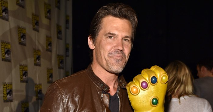 Photo de Josh Brolin au Comic-Con avec le gant d'infini