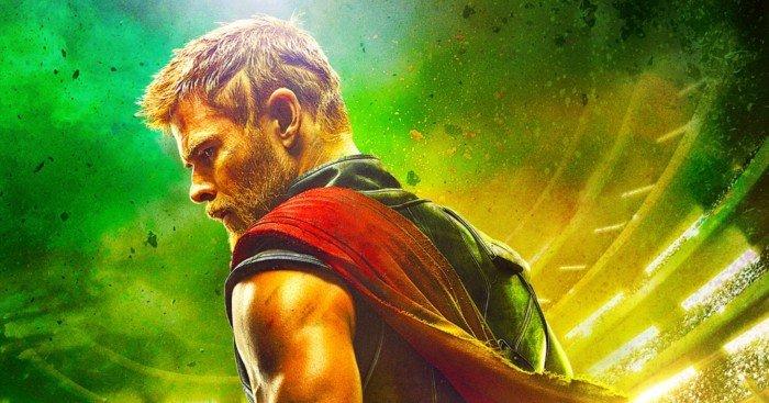 Poster teaser pour le film Thor: Ragnarok avec Thor et son casque