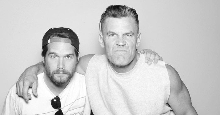 Photo de Josh Brolin (Cable) posant avec son fils Trevor