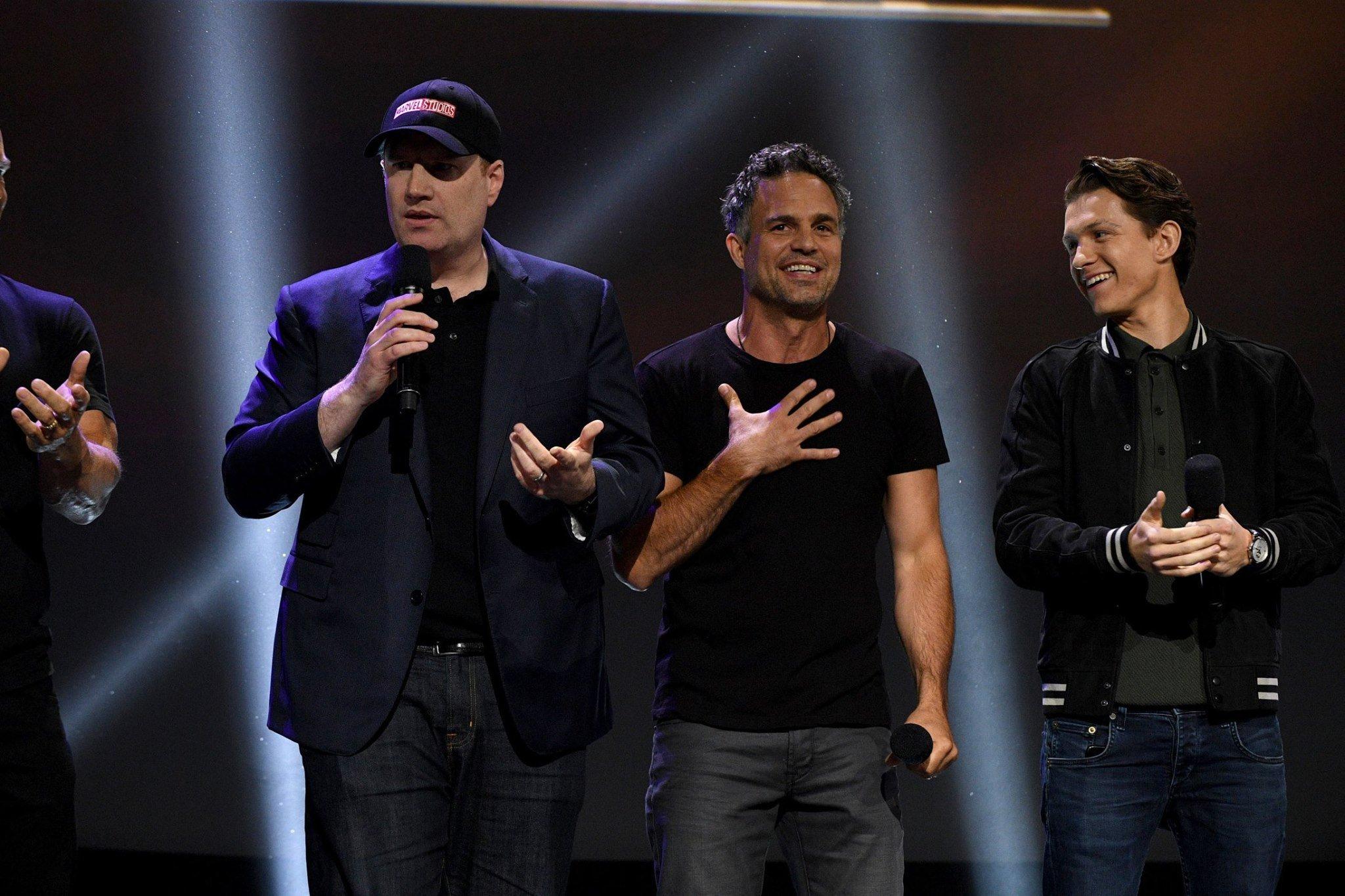 Photo du film Avengers: Infinity War au D23 2017 avec Kevin Feige, Hulk et Spider-Man