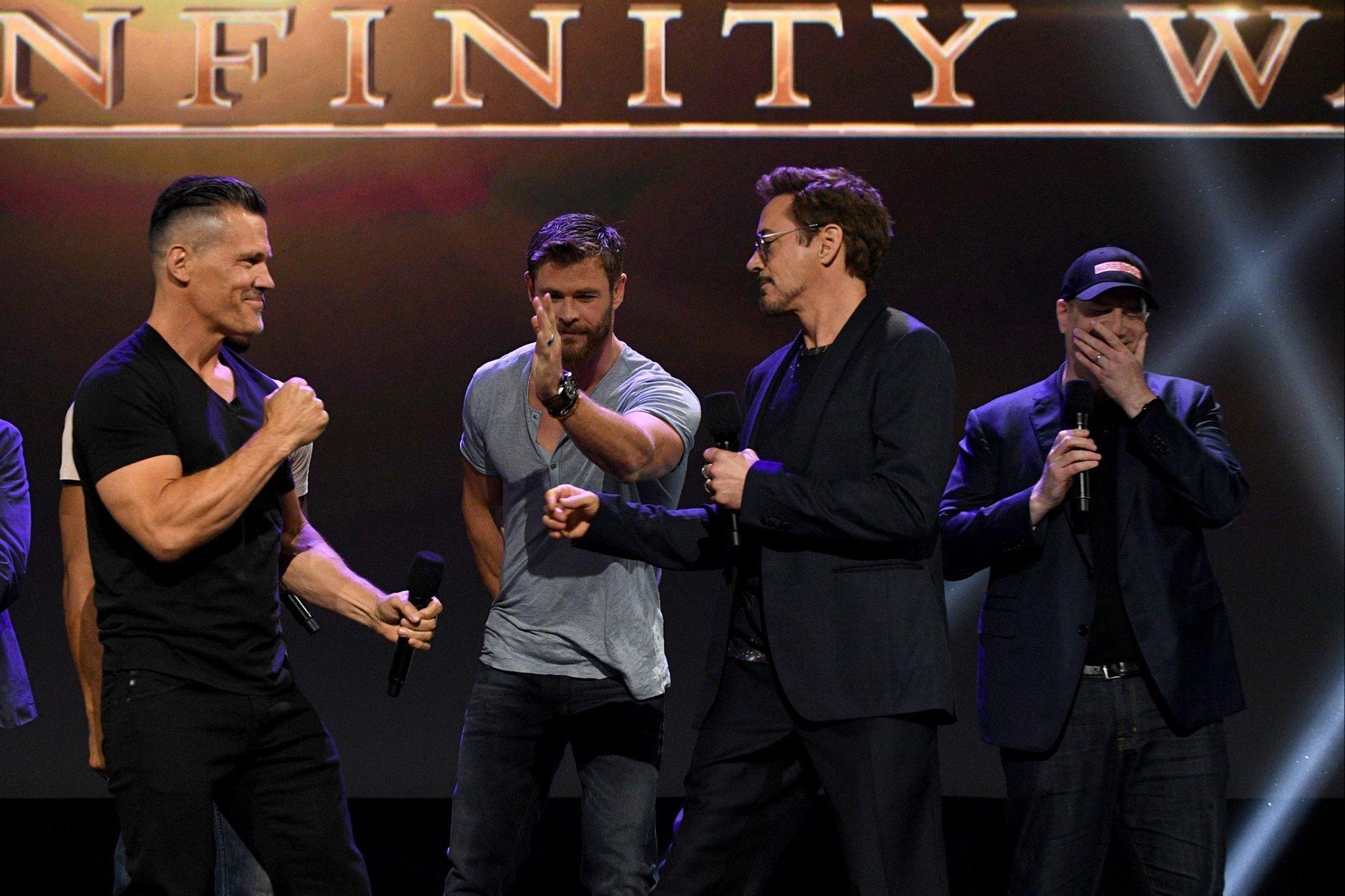 Photo du film Avengers: Infinity War au D23 2017 avec Thanos versus Iron Man