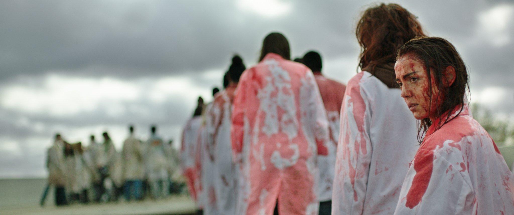 Photo du film Grave avec Garance Marillier en sang