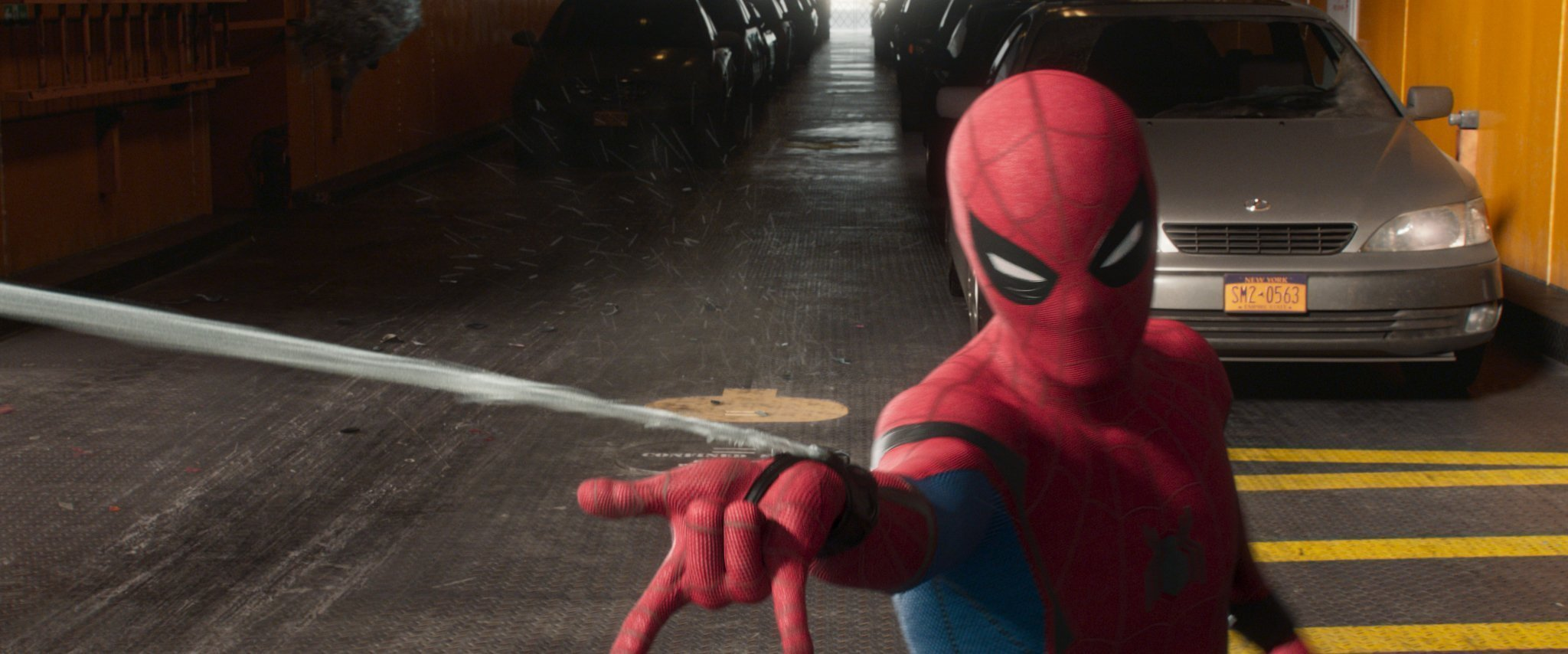 Photo du film Spider-Man: Homecoming avec le lance-toiles