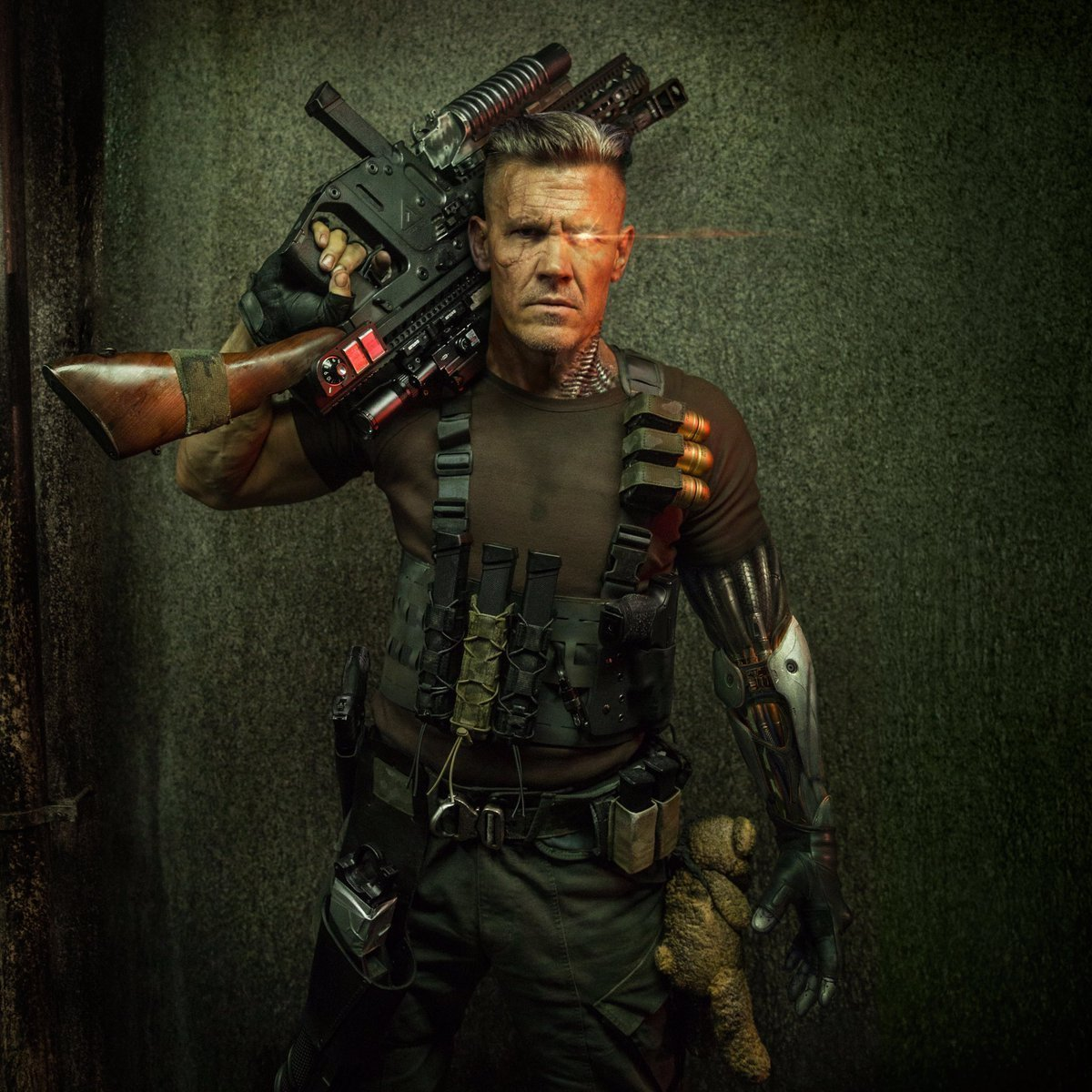 Photo officielle de Cable (Josh Brolin) armé pour le film Deadpool 2