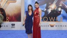 Photo de l'avant-première de Wonder Woman avec la réalisatrice Patty Jenkins et la star Gal Gadot