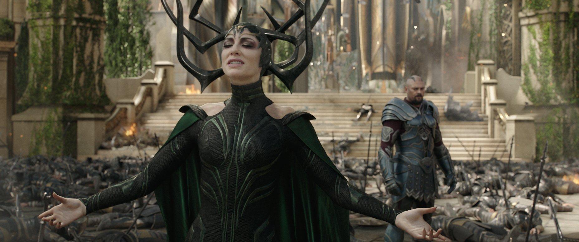 Photo du film Thor: Ragnarok avec Karl Urban et Cate Blanchett (Skurge et Hela)