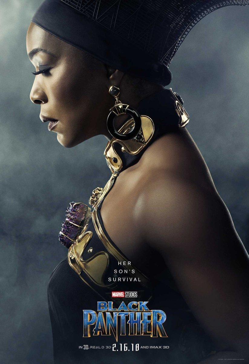 Poster du film Black Panther avec Angela Bassett (Ramonda)