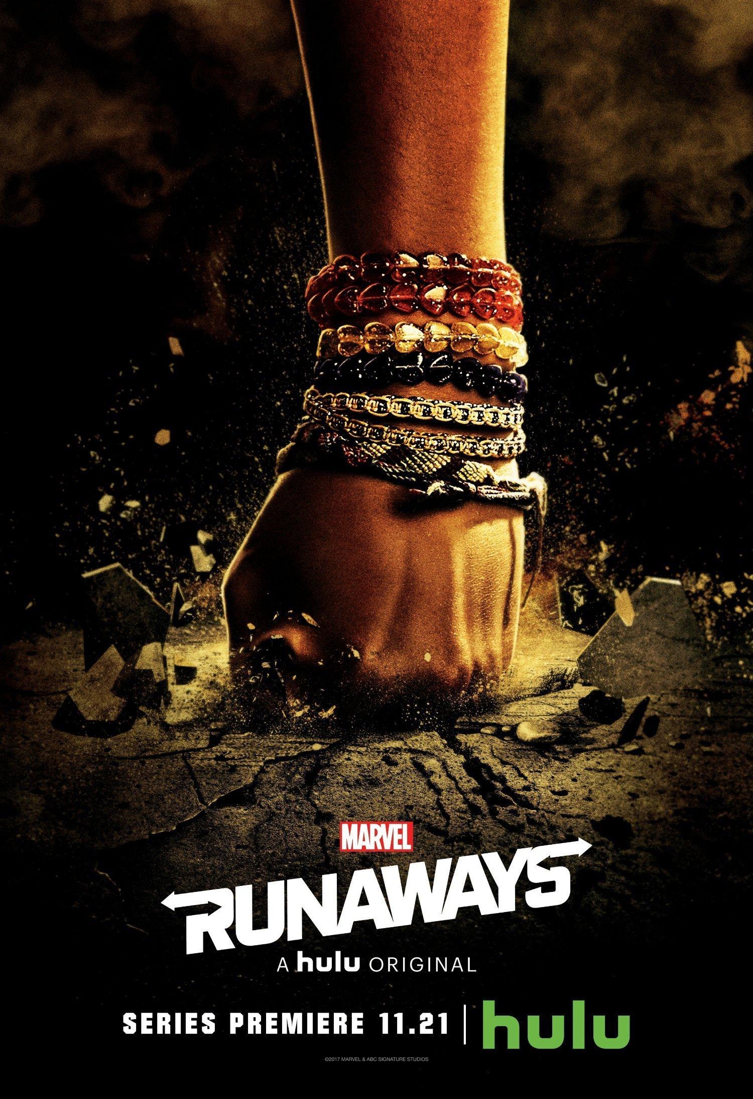 Poster de la saison 1 de Runaways avec le poing de Molly Hernandez