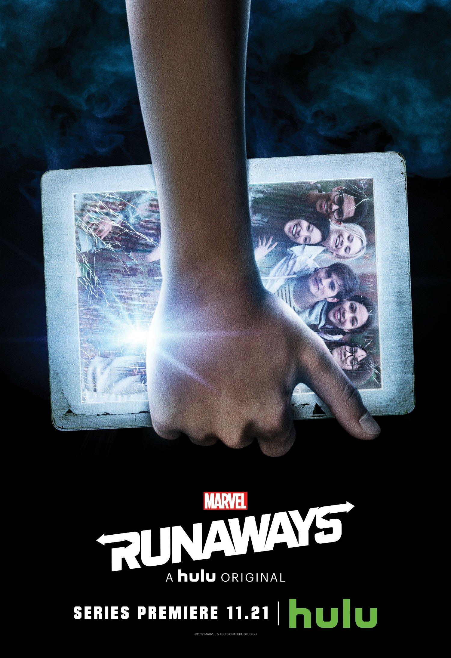 Poster de la saison 1 de Runaways avec le poing d'Alex Wilder