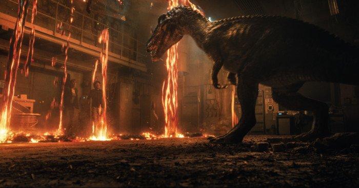 Photo du film Jurassic World: Fallen Kingdom avec Bryce Dallas Howard face à un dinosaure