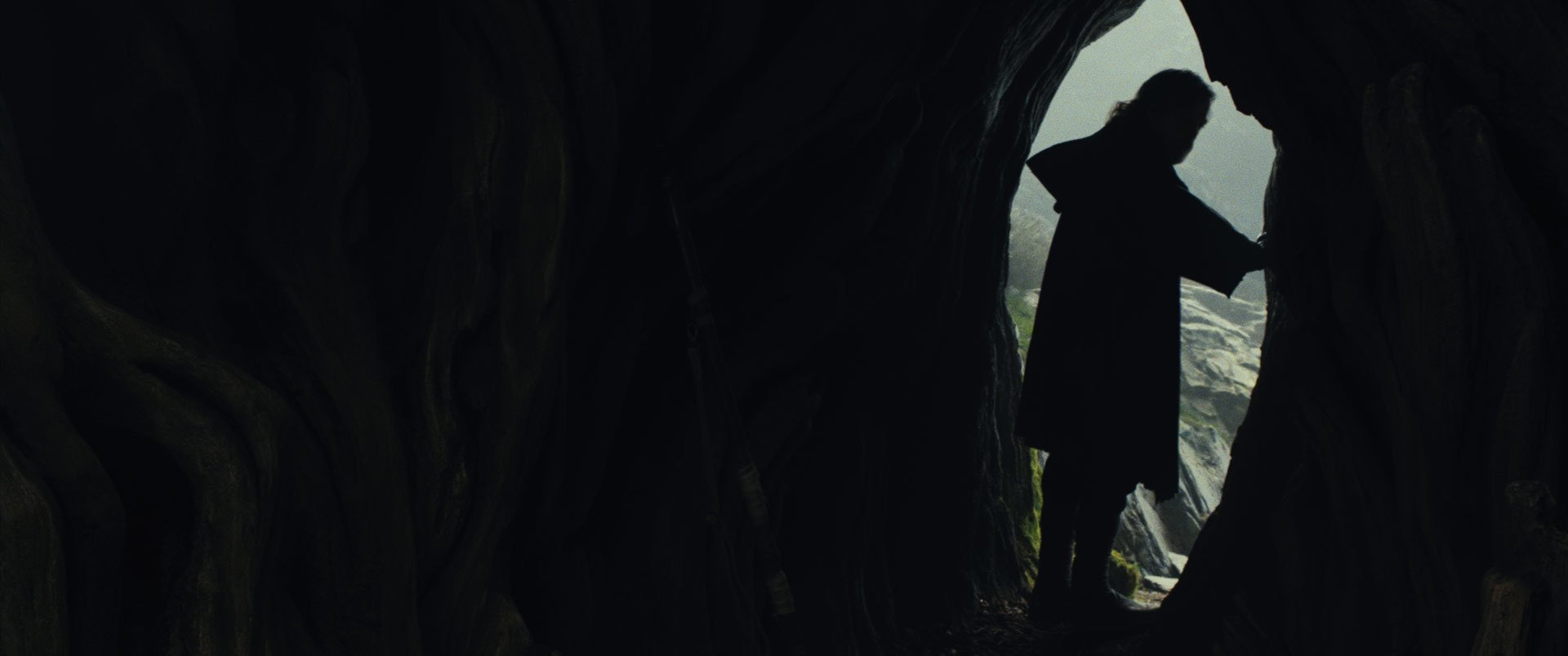 Photo du film Star Wars: Les Derniers Jedi avec la silhouette de Luke