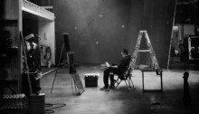 """Photo du tournage du film Avengers 4 diffusée par les frères Russo avec la légende : """"Look hard..."""""""