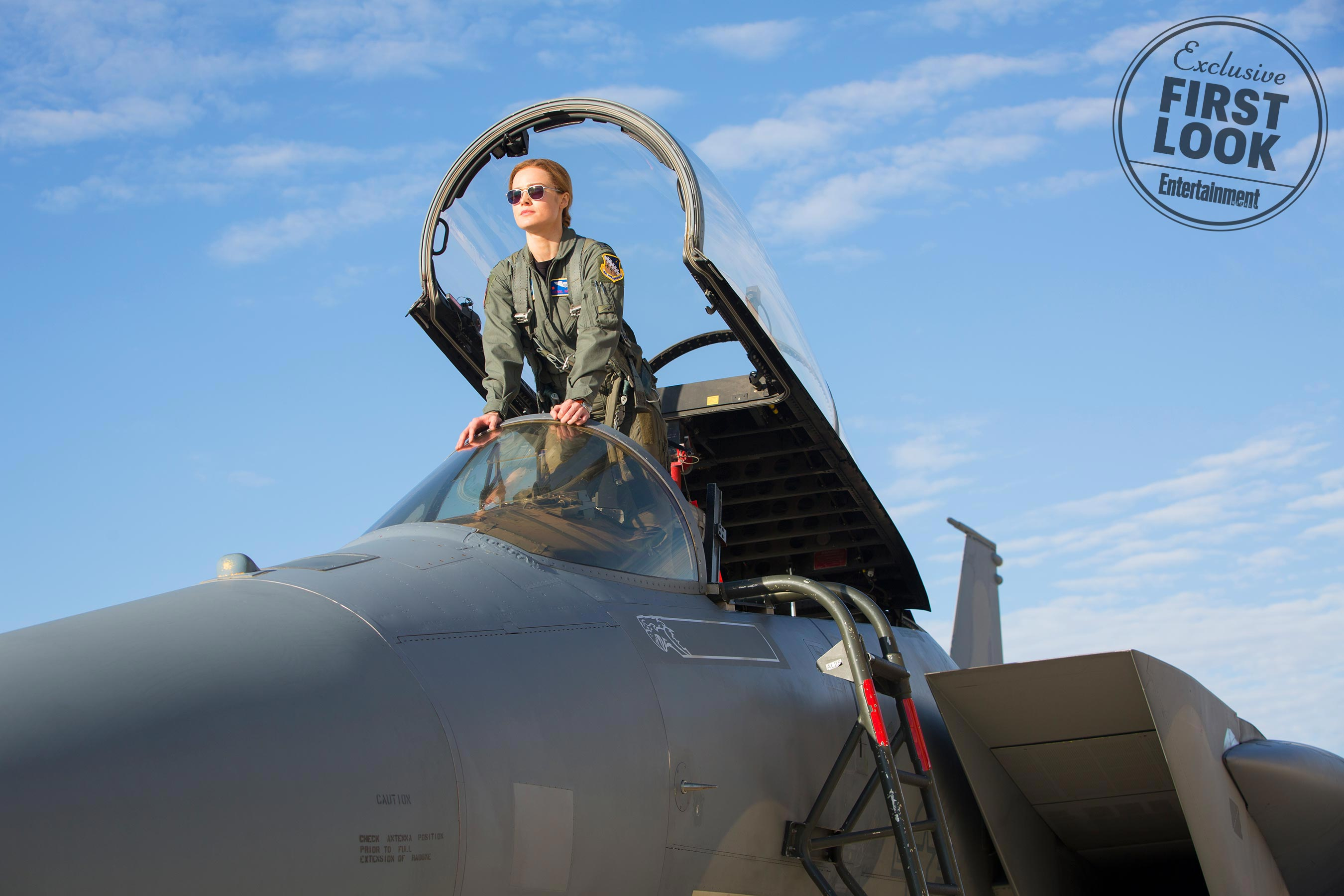Photo du film Captain Marvel avec Brie Larson en pilote de l'Air Force.