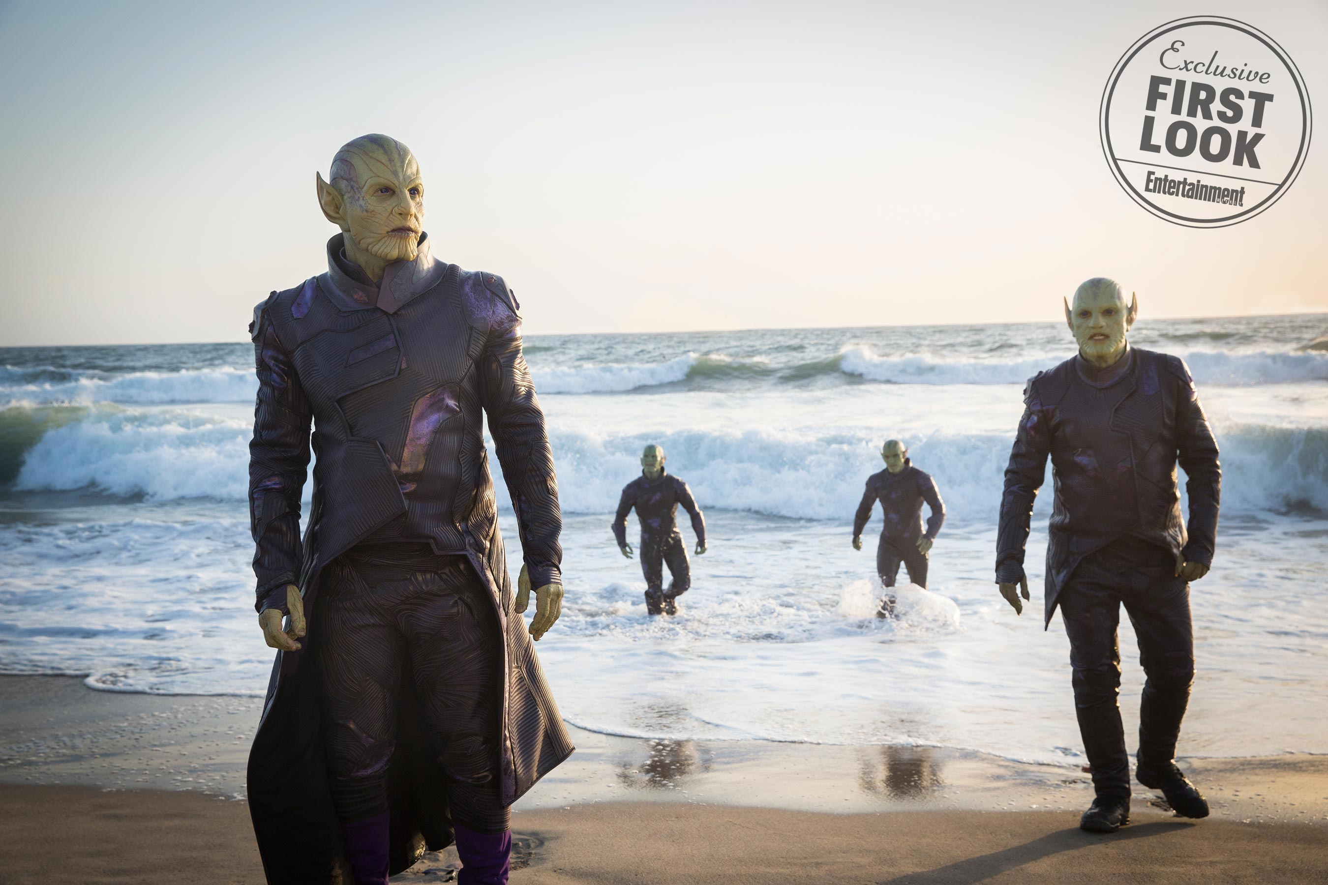 Photo du film Captain Marvel avec les Skrulls à la plage