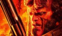 Poster du film Hellboy réalisé par Neil Marshall, d'après un scénario d'Andrew Cosby, avec David Harbour tenant un flingue