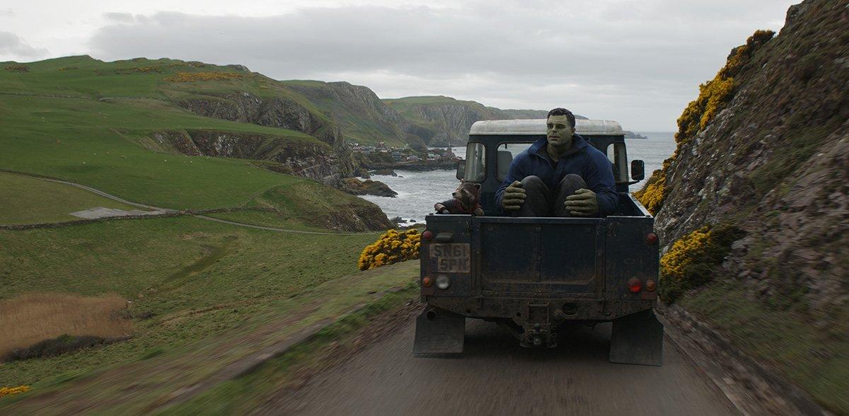 Photo du film Avengers: Endgame avec Rocket et Hulk en route vers New Asgard (Plan final)