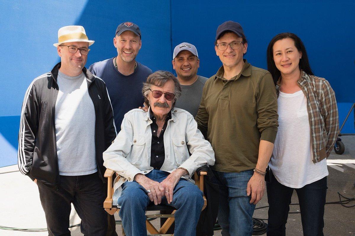Photo du tournage du film Avengers: Endgame avec les Russo et Stan Lee
